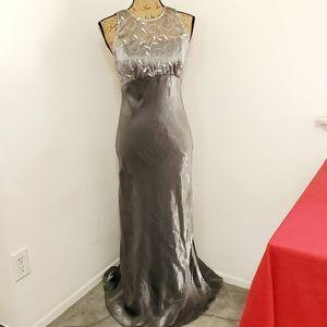 Michaelangelo•sleeveless silver metallic gown•sz.6
